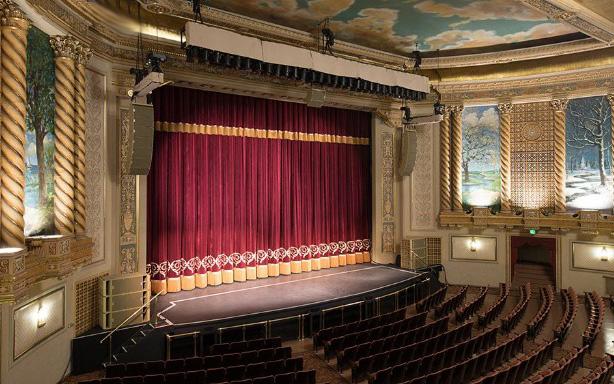 telón de teatro confeccionado con pasamanería
