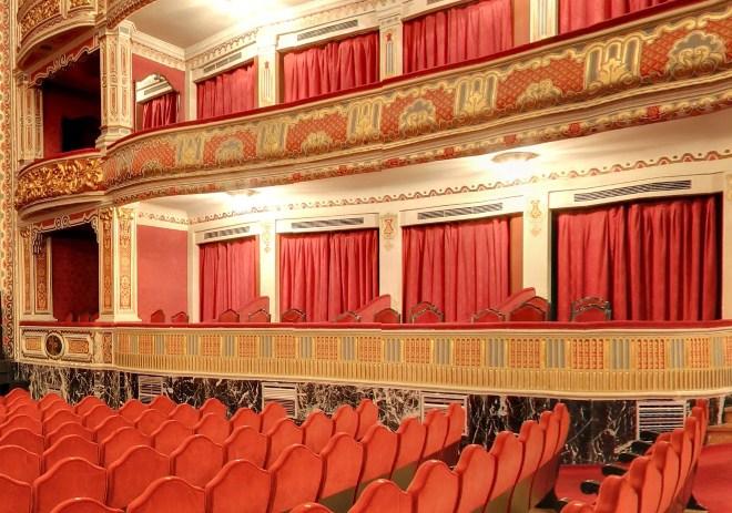 cortinas para los accesos a los palcos y patio de butacas de teatros